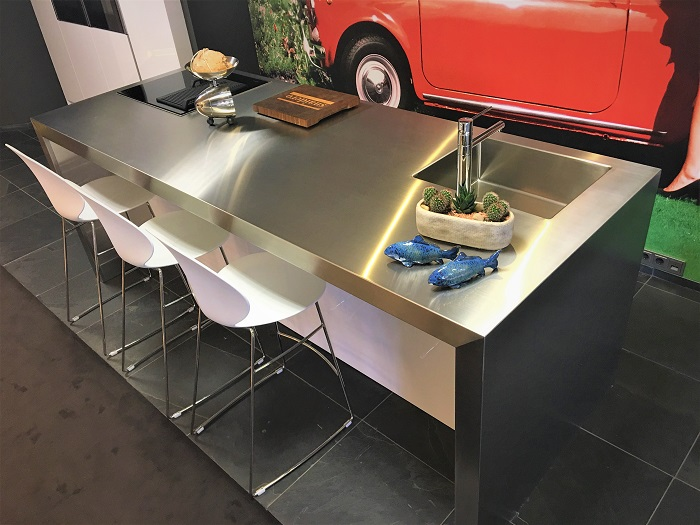 Snaidero S20 showroom kitchen on display